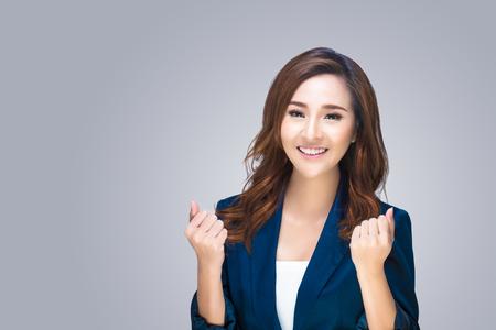 ビジネスの女性の笑みを浮かべてください。背景に分離