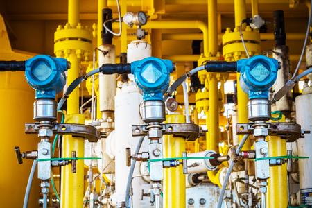 Druktransmitter en drukverschiltransmitter voor meet- en monitorgegevens van olie- en gasproces offshore Stockfoto - 78526543
