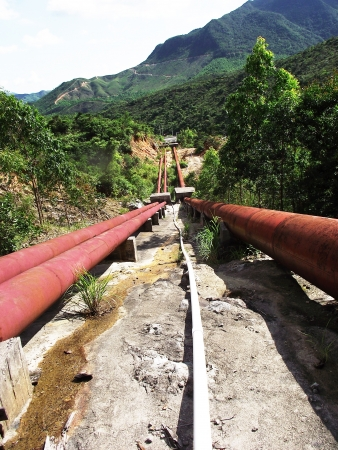 hydropower: canal de agua central hidroel�ctrica