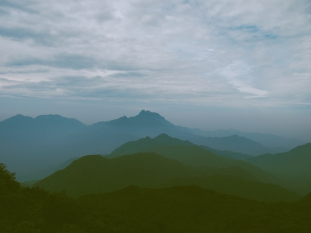 viewing the nailing ridge of china at summer
