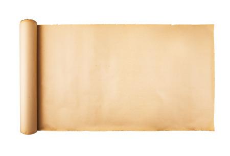 Antiguo rollo de papel estresado sobre fondo blanco aislado. Fondo horizontal, espacio vacío, espacio para texto, copia, letras, mapa.