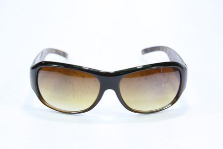 aislado en blanco: Gafas de sol aislados fondo blanco Foto de archivo