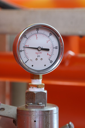 Pressure gauge for measuring pressure in the system, Oil and gas process used pressure gauge to monitor pressure condition inside the system Banco de Imagens