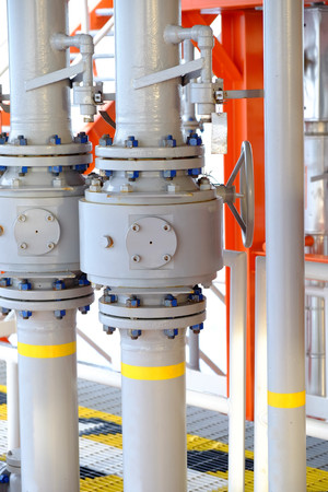 pipelines on oil and gas platform for production, Oil and gas process and control by automation system, Operator control product in oil and gas industry. Banco de Imagens