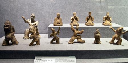 figurines: Pottery figurines