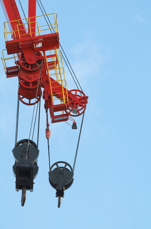 poleas: Red and Black Colored Heavy Crane Pulleys Against Blue Sky