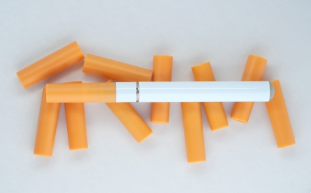Electronic cigarette with replacement cartridges. photo