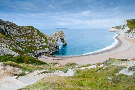 durdle door: Steps on the footpath leading down to the beach at Durdle Door natural arch.  Durdle Door is on the Jurassic Coast in Dorset, UK and is a UNESCO World Heritage Site.