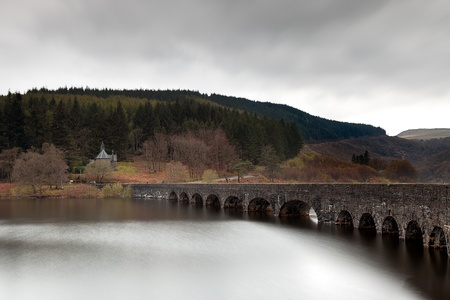 elan: The bridge over Cabon Coch reservoir on a rain dawn in the Elan Valley, Wales  Stock Photo