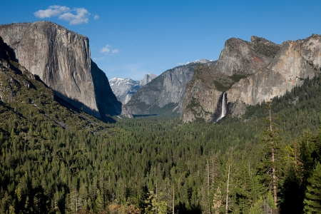 tunnel view: The famous tunnel view at Yosemite national park, California