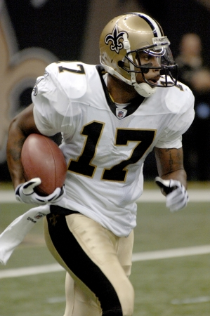Robert Meacham running with the football after a pass catch at the Louisiana Superdome on Sept 13, 2009