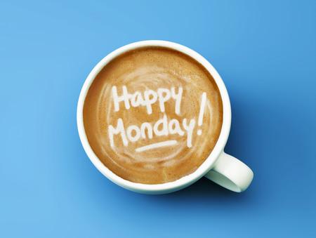 Happy Mondays Coffee Cup Concept die op cyaan achtergrond