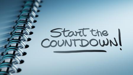 Close-up van een persoonlijke agenda instellen van een belangrijke datum die een tijdschema. De woorden Start Countdown geschreven op een witte laptop om u te herinneren van een belangrijke afspraak.