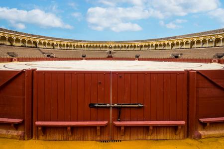 corrida de toros: Entrando en la puerta a la plaza de toros. Foto de archivo