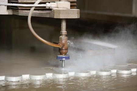 corte laser: De corte por chorro de agua