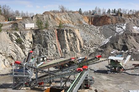 mining truck: Mining in the quarry
