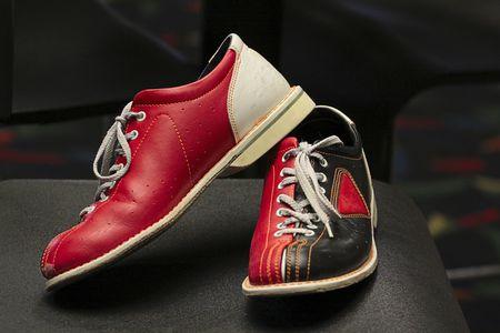 Zapatos de bolos de edad. Foto de archivo - 5180153
