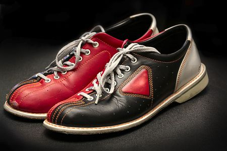 Oude bowlingschoenen. Stockfoto