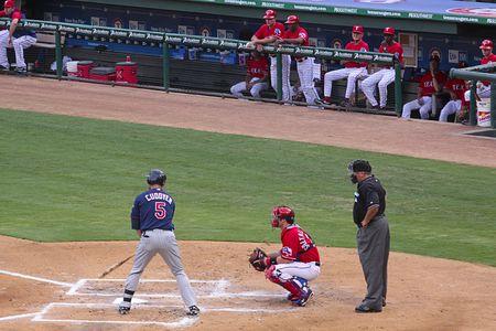 알링턴, 텍사스 -7 월 18 일 : 마이클 Cuddyer (쌍둥이) 준비 - 텍사스 레인저스 대 알링턴, 텍사스에서 Ballpark 야구 2009 년 7 월 18 일 미네소타 트윈스.