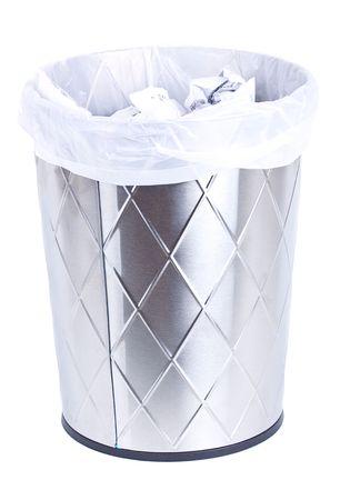 trash basket: Papelera aislado en blanco.  Foto de archivo