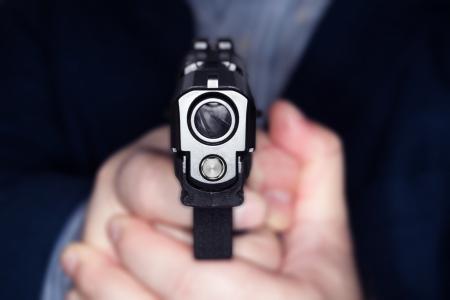 男 45 の mm 銃を指して 写真素材