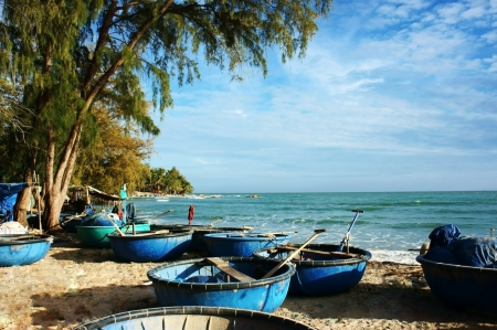 Seascape with coracles at foreground, coconut trees collape in golden light at fishing village  So beautiful landscape in horizontal view Stock Photo