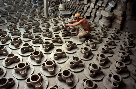 kaolin: Pottery is a traditional handicraft, its products made from clay and clay mixture, in four main steps of the pottery craft  material preparation, distribution of kaolin clay, the second is shaping, styling products, the third stage is baked products, and