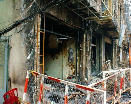 incendio casa: Fuego Horror en la residencia en la ciudad de Ho Chi Minh, Vietnam, quemó la casa, tienda dañado, se derretía en la ceniza, único marco, un acctident temerosos con grave pérdida