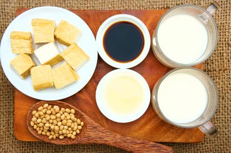 leche de soya: Nombre de soja Glycine max, familia Fabaceae, rica en prote�nas, amin �cido, la vitamina, un producto nutricional orgaric, barato, para procesar la leche de soja, salsa de soja, tofu, aceite de cocina, adecuado para el men� de dieta
