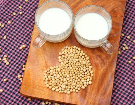 leche de soya: Nombre de soja Glycine max, familia Fabaceae, rica en proteínas, amin ácido, la vitamina, un producto nutricional, para procesar la leche de soja, este colágeno suministro de leche de soja, el estrógeno de la mujer, una especie deliciosa bebida