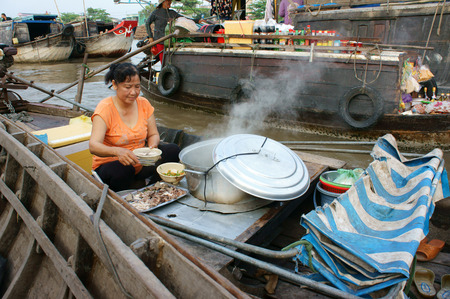 can tho: CAN THO, VIET NAM- MAR 24: Crowded atmosphere on Cai Rang floating market, group people with trade activity on farmer market of Mekong Delta, float open air market for travel, Vietnam, Mar 24, 2015 Editorial