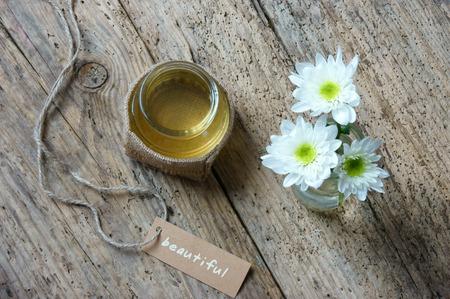 aceite de coco: El aceite de coco, aceite esencial de la naturaleza, un cuidado de la piel que seguro rica vintamin,, utilizar en el masaje en el spa, cosm�tica org�nica sobre fondo de madera