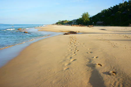 aire puro: Beautiful Vietnam beach, fresh air, footstep of sand, blue sky, Viet Nam have many seashore with nice landscape, beauty view for Asia travel
