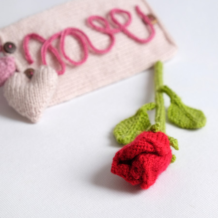 hacer el amor: Amazing valentine background in pink colour, symbol of heart, i love you message, rose flower, all gift make handmade, knit from yarn, Valentines day on feb 14 is romantic day for love Foto de archivo