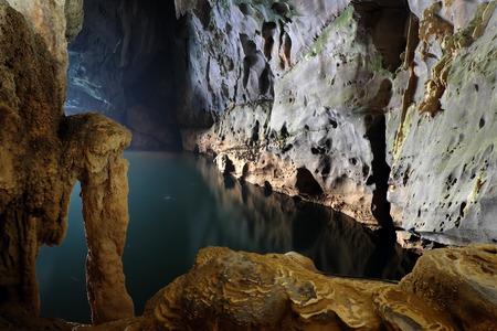 フォンニャ、柯ビッグバン洞窟、Bo Trach クアンビン、ベトナム、ベトナム、印象形成での素晴れらしい、素晴らしい洞窟鍾乳石、旅行のための素敵 写真素材
