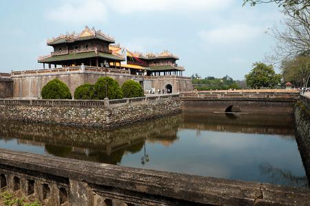 タン ホアン (帝都)、Tu カム タン (紫禁城)、大日本ノイ (都心)、ngo (正午門) ベトナムの古代建築と文化遺産、フエ、ベトナム南-2016 年 2 月 19 日: 城塞