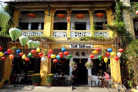 ホイアンの古い町並み、瓦屋根、古い建築家、この場所で古代家国文化遺産、都市環境、ベトナム旅行で有名な場所との友好は、ホイアン、ベトナ 報道画像