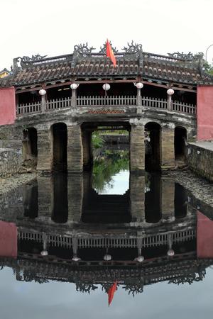 ホイアンの古い町並み、瓦屋根、古い建築家、この場所で古代家国文化遺産、都市環境、ベトナム旅行で有名な場所との友好は、ホイアン、ベトナム南-2016 年 2 月 17 日。