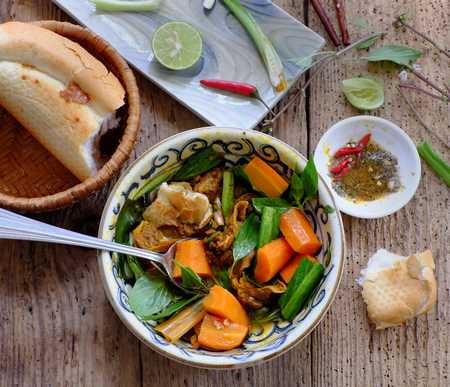 mi: Vietnam food, bread with stewed beef, a popular meal at morning, eat attach parsley, basil, lemon pepper and salt make so delicious taste Stock Photo