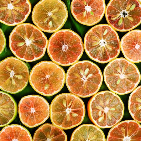레몬 나무 배경에 핑크 레몬 조각의 그룹, 레몬 해독에 대 한 의학, 기침, 목이, 건강 식품, 자연 의학 저렴 하 고, 건강 관리에 대 한 치료