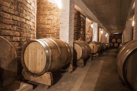 メンドーサ州、アルゼンチンのマルベック セラーでワインの樽 写真素材