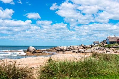 Punta del Diablo Beach, beliebten Touristenort in Uruguay Standard-Bild - 36200195