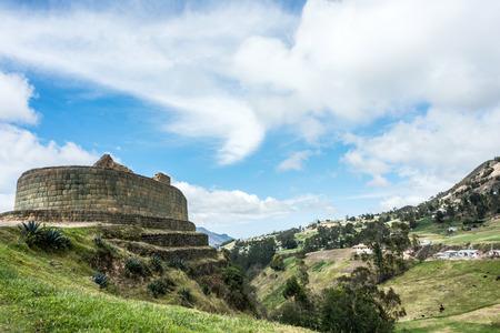 inca ruins: Ingapirca, Inca wall and town, largest known Inca ruins in Ecuador.