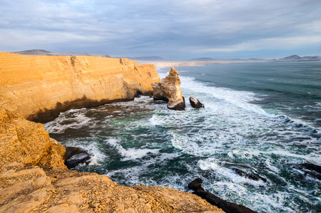 portada: Cathedral Rock Formation, Peruvian Coastline, Rock formations at the coast, Paracas National Reserve, Paracas, Ica Region, Peru Stock Photo