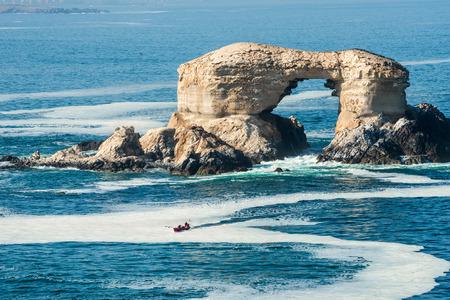 portada: Arch Rock Formation in La Portada National Reserve â?? rock-emblem coast of Chile Stock Photo