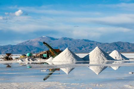 아르헨티나의 살리나스 그란데 (Salinas Grandes) 아르헨티나는 후후 지방의 소금 사막입니다. 더 중요한 것은 Bolivas Salar de Uyuni도 같은 지역에 위치 스톡 콘텐츠
