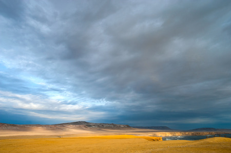 portada: Peruvian Coastline, Rock formations at the coast, Paracas National Reserve, Paracas, Ica Region, Peru