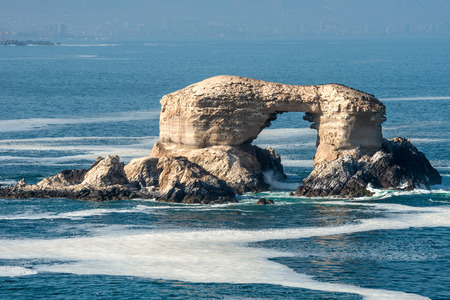 portada: Arch Rock Formation in La Portada National Reserve - rock-emblem coast of Chile Stock Photo