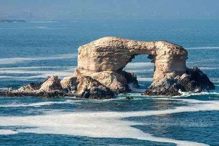 portada: Arch Rock Formation in La Portada National Reserve - rock-emblem coast of Chile Stock Photo