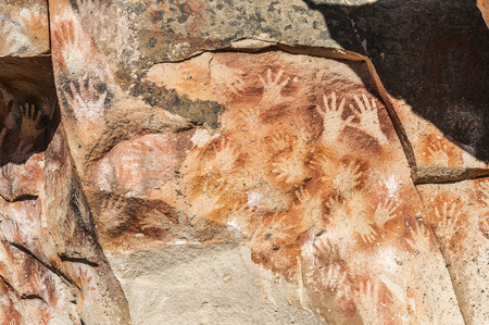 manos: Paintings of ancient people in the Cave of the Hands (Spanish: Cueva de las Manos), Patagonia, Argentina Stock Photo
